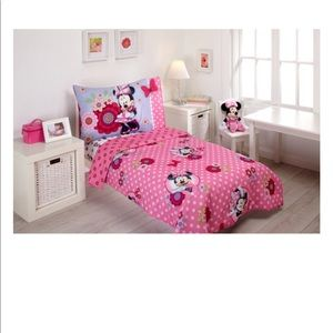 Disney's Minnie Mouse complete toddler bedding